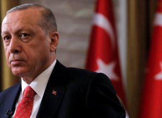 نظام أردوغان يتنصّل من تعهداته ويغرق اليونان بالمهاجرين