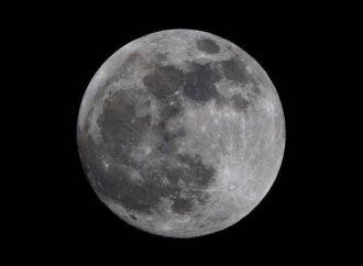 أصل الأرض تحت سطح القمر