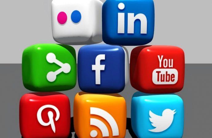 مواقع التواصل الاجتماعي..  تسلل إلى تفاصيل اليوميات وإدمان يثير الجدل!