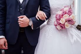 في حضرة الظروف الصعبة هواجس شبابية تؤجل مشاريع الزواج.. والمعاناة المعيشية تعوق تأسيس أسرة !!