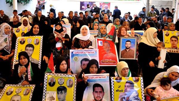 """تظاهرات في نابلس وغزة دعماً لمعركة """"الأمعاء الخاوية"""""""