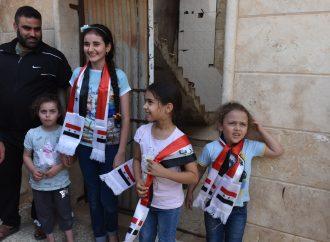"""إرهابيو """"النصرة"""" يمنعون المدنيين من الخروج عبر ممر أبو الضهور  آلاف المهجريــــن يعــــودون إلى منازلهــــم في ريفــــي حمــــاة وإدلــــب"""