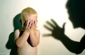 """على الخط الساخن تحفيز نظام الإبلاغ والتدخل لحماية الأطفال من العنف.. و""""قانون حقوق الطفل"""" قبل نهاية هذا العام"""
