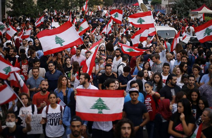 """تحرّكات طلابية في لبنان.. و""""السنيورة"""" أمام القضاء بتهم الفساد"""
