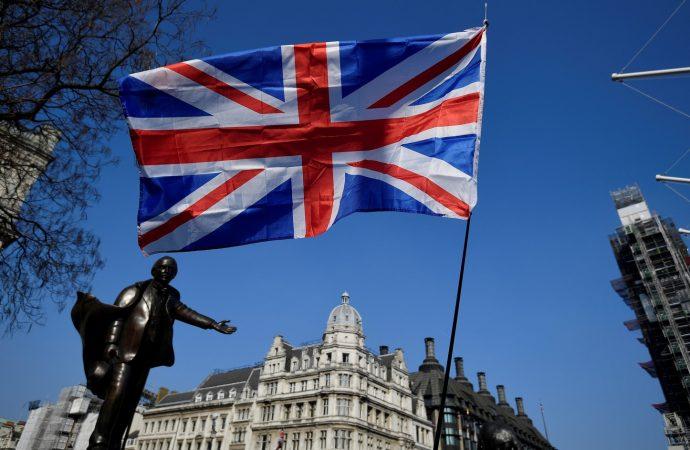 علاقة الأمير أندرو مع إبشتاين تلقي بظلالها على الحملة الانتخابية في بريطانيا
