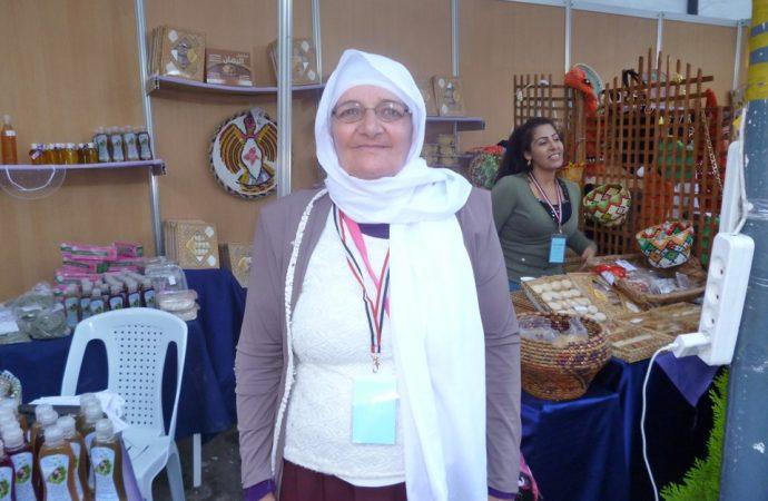 امرأة خمسينية سورية تتفوق على دفعتها بالجامعة