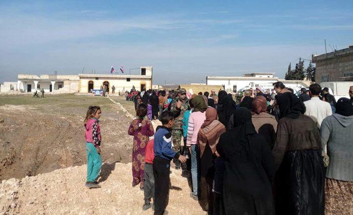 الإرهابيون يمنعون الأهالي من الوصول إلى ممر أبو الضهور لليوم الثالث.. خروج عشرات المدنيين عبر ممر الحاضر