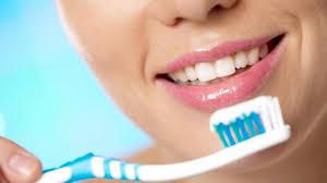 مخاطر تنظيف الأسنان بعد الطعام
