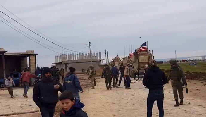 انتفاضة شعبية في ريف القامشلي ضد قوات الاحتلال الأمريكي.. وإعطاب 4 مدرعات