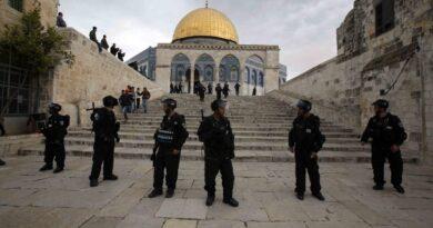 سلطات الاحتلال تغلق القدس المحتلة وتعزلها عن محيطها